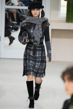 Chanel-2016-Fall-Winter-Runway31