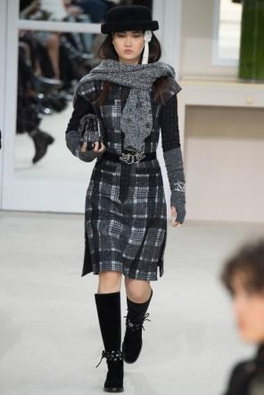Chanel-2016-Fall-Winter-Runway31