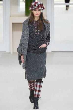Chanel-2016-Fall-Winter-Runway33
