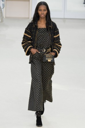 Chanel-2016-Fall-Winter-Runway35