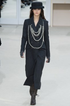Chanel-2016-Fall-Winter-Runway39