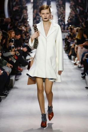 Dior-2016-Fall-Winter-Runway35