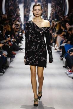 Dior-2016-Fall-Winter-Runway44
