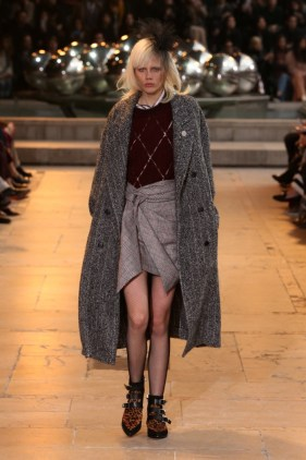 Isabel-Marant-2016-Fall-Winter-Runway23