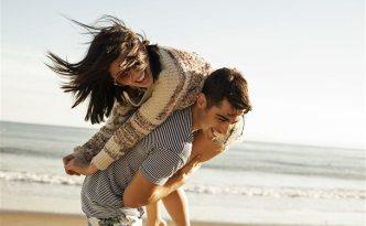 couple-at-beach
