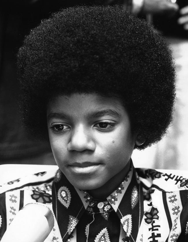 Como seria Michael Jackson se ele não tivesse feito nenhuma cirurgia plástica