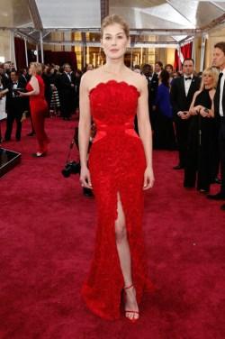 Rosamund Pike_Givenchy_Oscars 2015
