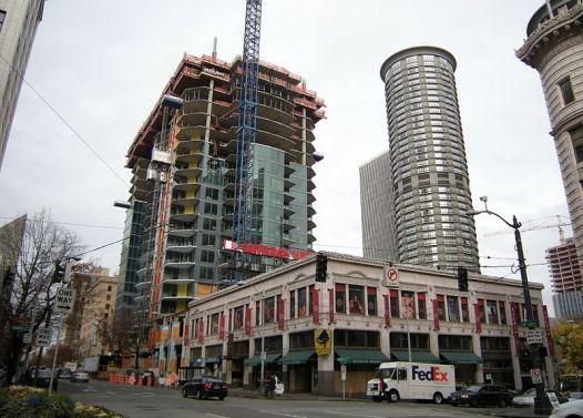 Seattle_-_Escala_under_construction_01