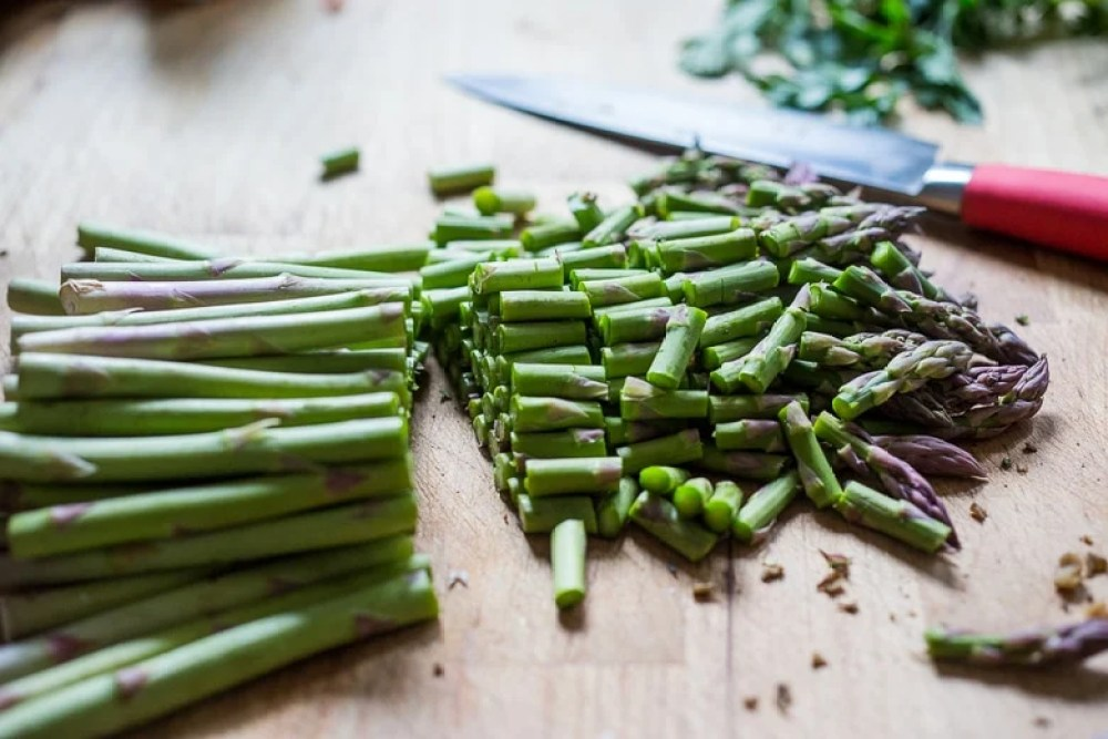 ... , chop the parsley and scallions, using the entire bunch of each
