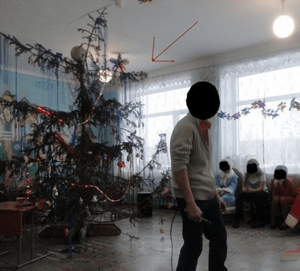 Russia-With-Love-Photos-Christmas-Tree-Fail