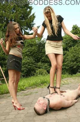 femdom leash