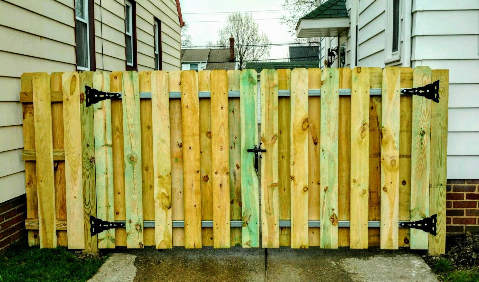 Fantastic Wood Shadow Box Driveway Gate Gates Fence Connection Picket Fence Gate Diy Picket Fence Gate Latch houzz-03 Picket Fence Gate