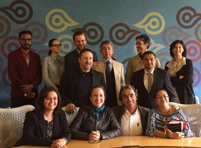 Sergio Fajardo con profesores de la ECSH de CSF