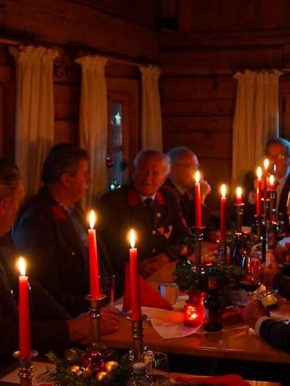 """Weihnachtsfeier auf der Stöttlalm - Die Alten sind """"Quelle allen Wissens"""", Foto: Andreas Fischer"""