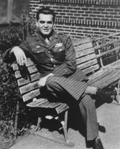 Kirby em 1945, no fim da Segunda Guerra