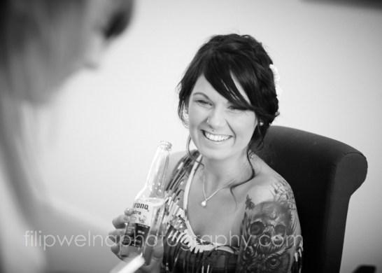 brides-getting-ready-04