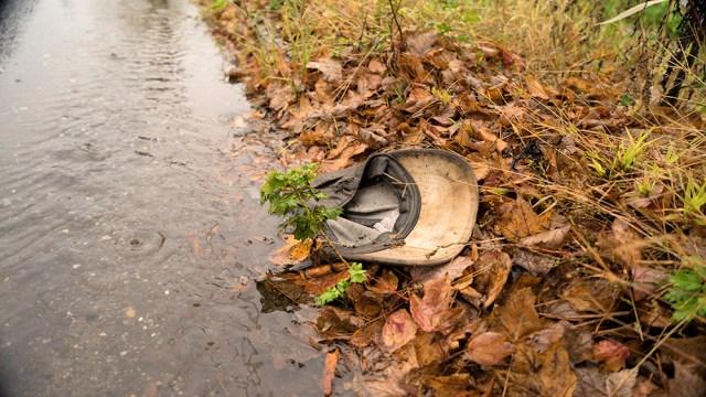 DSC03369_baseball hat in puddle