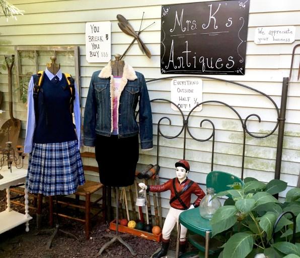 Mrs. Kim's Antiques, Stars Hollow, CT