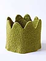 http://i1.wp.com/www.finecraftguild.com/wp-content/uploads/2010/10/halloween_felted_knitted_crown.jpg