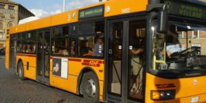 Autobus, aumenta il prezzo del biglietto fatto via sms