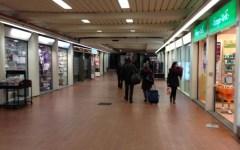 Sottopasso stazione SMN preso d'assalto da writers e senzatetto