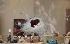 Spaccano vetrina e rapinano gioielleria in via Vigna Nuova