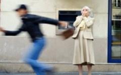 Livorno: scippa anziana e la fa cadere a terra, arrestato