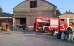 Incendi: a fuoco capanno agricolo, esplodono bombole di gas