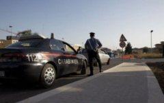 Donna ubriaca sperona auto dei carabinieri, arrestata