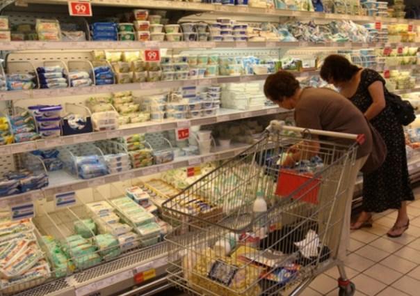 Le famiglie italiane riducono i consumi