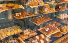 Consumi, la crisi taglia le feste: -10% paste, cannoli, bignè