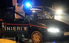 Firenze, ubriaco bloccato dai carabinieri li accusa di aver usato spray urticante e manganello