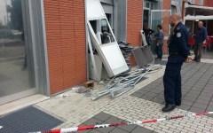 Grosseto, esplosione nella notte: i ladri fanno saltare il bancomat. Bottino: 40 mila euro