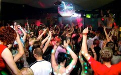 Lucca, rave party con centinaia di giovani. E i treni arrivano in ritardo