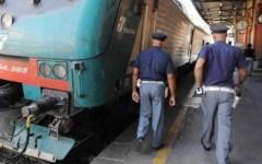 Firenze, derubano due olandesi sotto gli occhi degli agenti in borghese: presi 4 borseggiatori a Santa Maria Novella