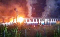 Pisa, paura nella notte per un treno in fiamme. Salvi i 120 passeggeri
