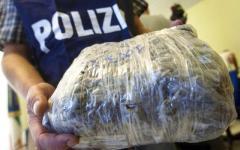 Prato, tra la droga sequestrata spuntano proiettili ex Urss