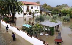 Maltempo a Carrara: morta in ospedale la donna salvata dall'alluvione. Intanto riaprono negozi e uffici