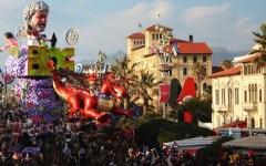 Carnevale di Viareggio 2016, omaggio a Ettore Scola. A Giuseppe Cruciani il premio Burlamacco d'oro