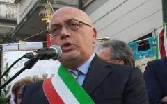 Viareggio, comune. Il Commissario prefettizio dona la bandiera all'associazione vittime della strage