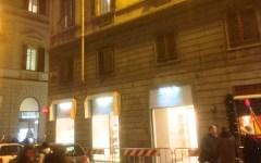 Firenze, paura in via Cerretani: cadono pezzi di balcone e feriscono una donna