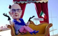 Carnevale di Viareggio, prima sfilata dei carri: ironia su Renzi e la Merkel