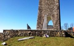 Maltempo, Toscana: a Sant'Anna di Stazzema devastato dal vento il monumento alle vittime della strage nazista del 1944