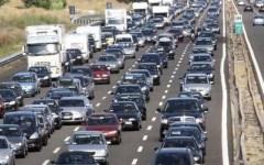 Brucia un camion in A1, autostrada bloccata tra Barberino e Calenzano
