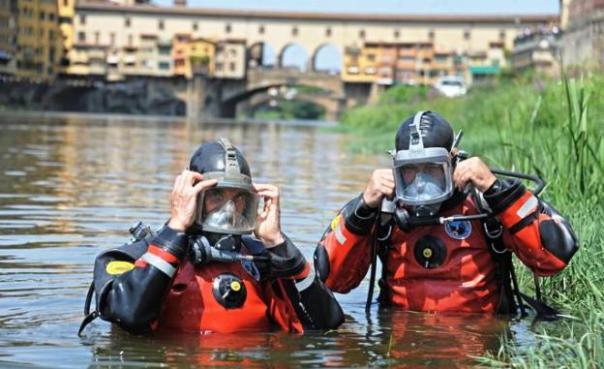 Sommozzatori dei Vigili del Fuoco, ordigno recuperato in Arno