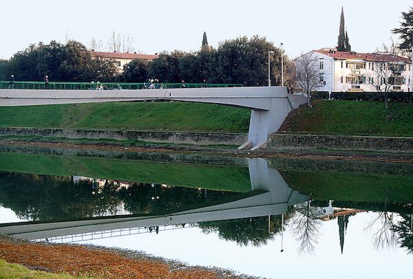 La passerella dell'Isolotto a Firenze