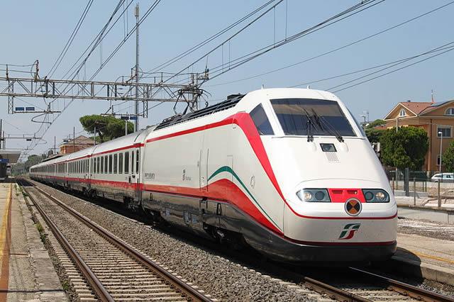 Un treno Freccia Bianca