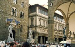 Firenze: le guide turistiche avranno il patentino elettronico. Lotta agli abusivi