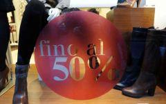 Toscana, saldi estivi 2015 dal 4 luglio:  ma c'è già chi fa lo sconto del 30%  (regalando una tessera di fedeltà)