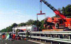 Autostrada A12: morti i due gemellini di 9 mesi dopo lo schianto con l'autocisterna. La madre in ospedale a Pisa (VIDEO)